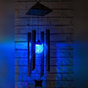 Le carillon à vent solaire illuminé