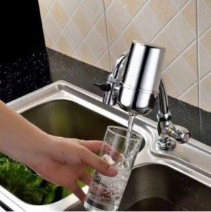 Le purificateur d'eau « sur le robinet »