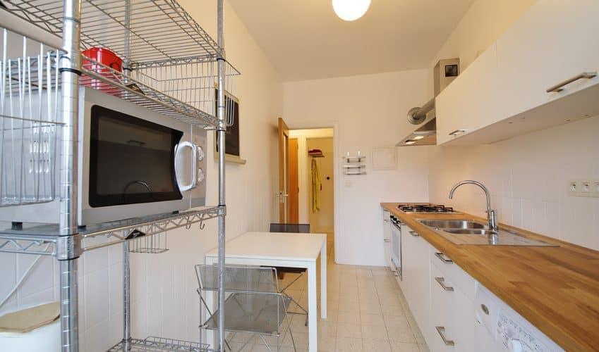 un plan de travail sur mesure pour votre cuisine gr ce au. Black Bedroom Furniture Sets. Home Design Ideas