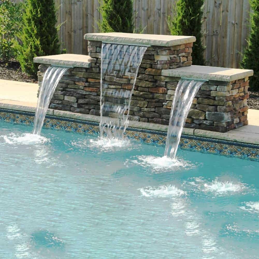 belle cascade de piscine